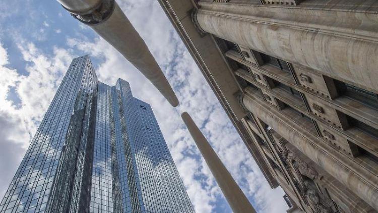 Die Zentrale der Deutschen Bank. Foto: Boris Roessler/Archivbild