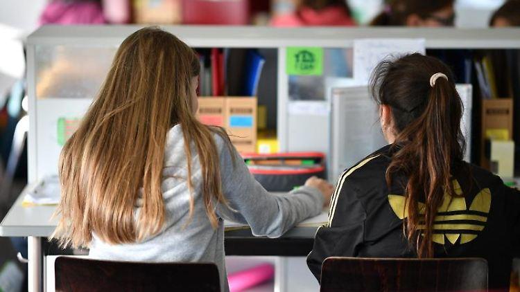 Mehrere Siebtklässler lernen in einer Gemeinschafts- und Ganztagsschule in einem Lernzimmer. Foto:Felix Kästle/Archivbild