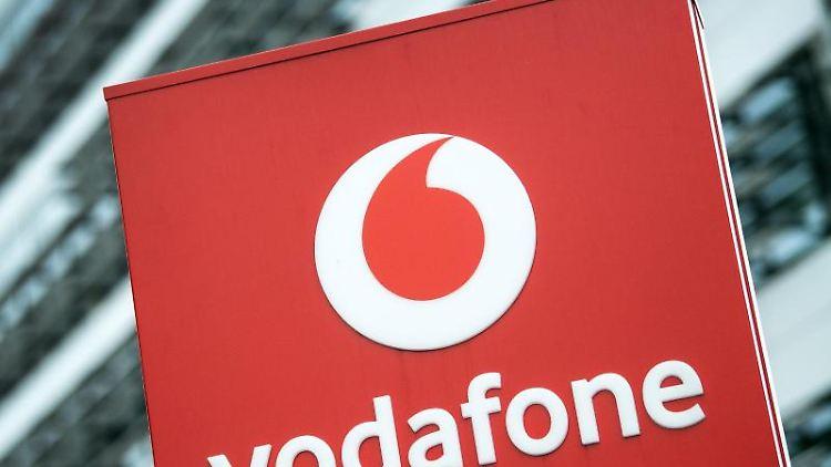 Das Vodafone-Logo ist vor der Firmenzentrale zu sehen. Foto: Federico Gambarini