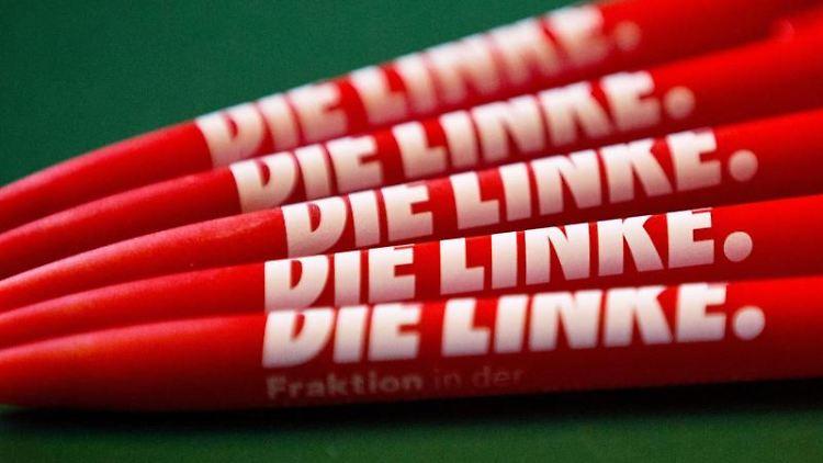 Kugelschreiber mit dem Logo der Partei Die Linke. Foto: Christian Charisius/Archivbild