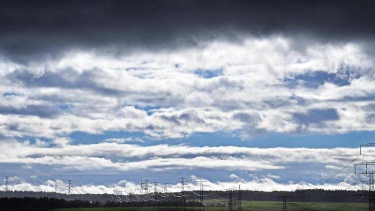 Regenwolken. Foto: Martin Schutt/Archivbild