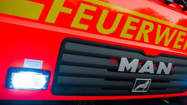 Ein Fahrzeug der Feuerwehr. Foto: Daniel Bockwoldt/Archivbild
