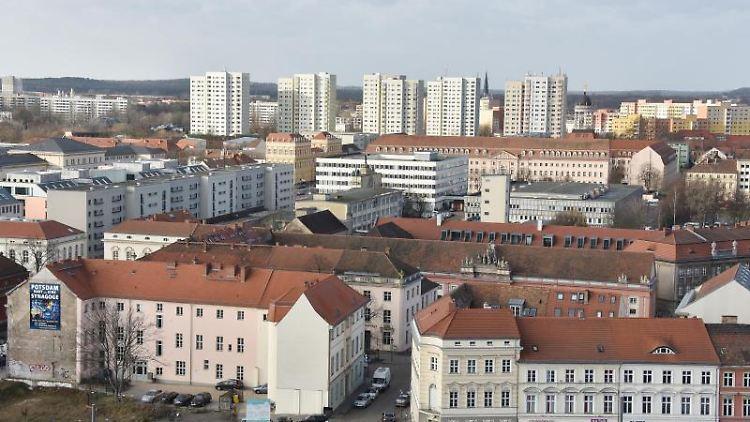 Blick von der Nikolaikirche auf das Stadtzentrum von Potsdam. Foto: Bernd Settnik/Archivbild