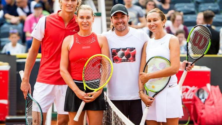 Alexander Zverev(l-r), Barbara Schett-Eagle, Nicolas Massu und Iva Majoli. Foto: Daniel Bockwoldt