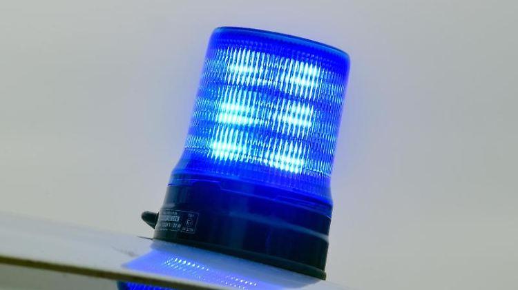 Ein Blaulicht der Polizei. Foto: Patrick Pleul/Archivbild
