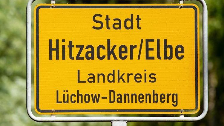 Das Ortsschild von Hitzacker. Foto: Philipp Schulze/Archiv