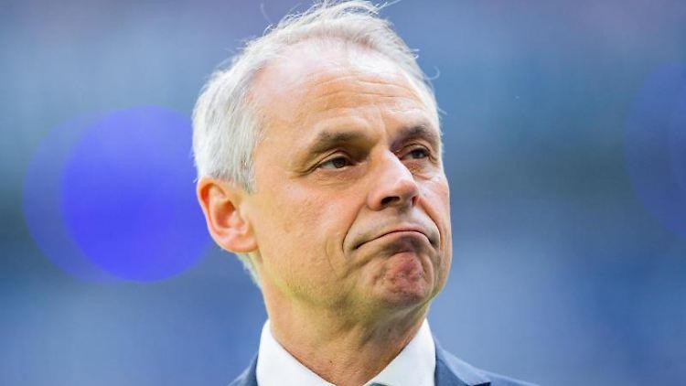 Die Vereinsikone, Olaf Thon, ist heute Repräsentant von Schalke 04 und leitet deren Traditionself. Foto: R. Vennenbernd/Archivbild