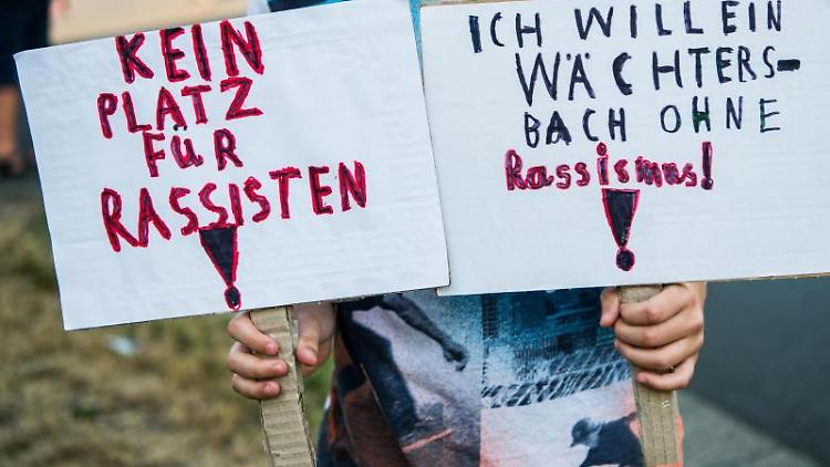 EineDemonstration gegen Rassismus in Wächtersbach. Foto: Andreas Arnold/Archivbild