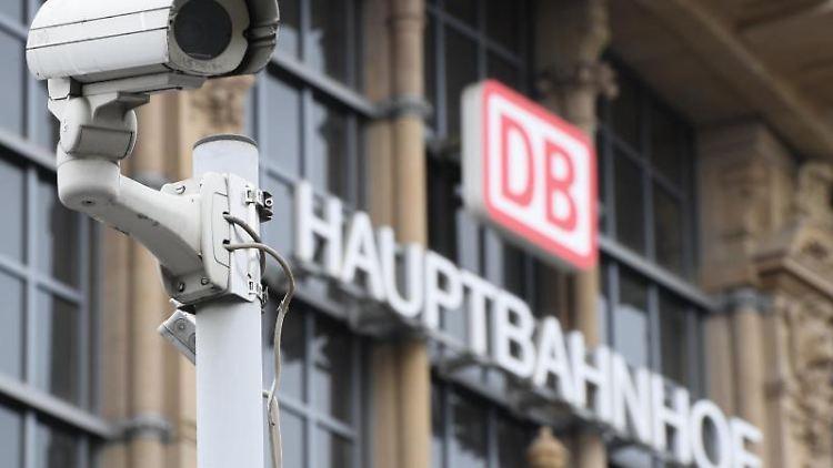 Hauptbahnhof - Bericht: Kind in Frankfurt vor einfahrenden ICE gestoßen