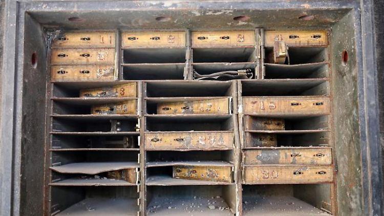 Blick in den originalen Safe des in der Sanierung befindlichen Luxushotels