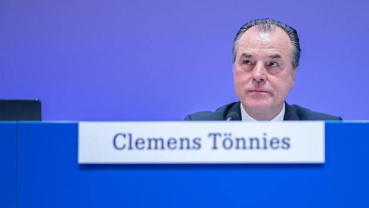 Schalkes Aufsichtsratsvorsitzender Clemens Tönnies. Foto: Guido Kirchner/Archivbild