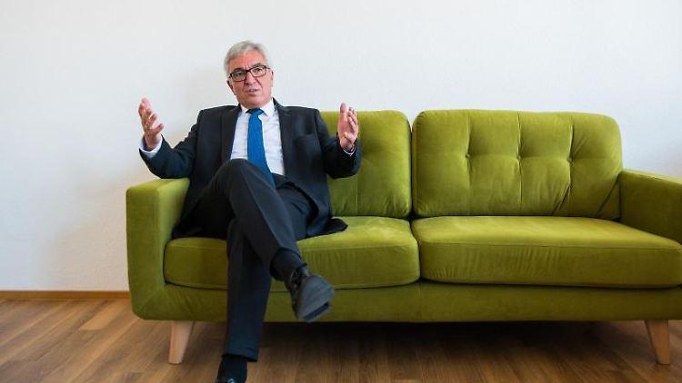 Der rheinland-pfälzische Innenminister Roger Lewentz (SPD). Foto: Andreas Arnold/Archivbild