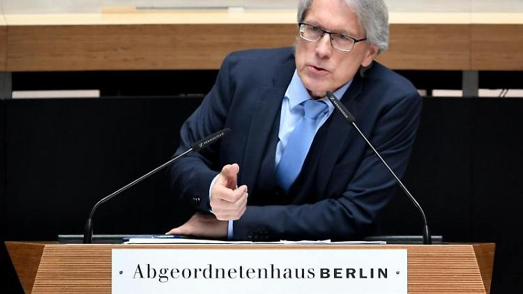 Matthias Kollatz (SPD), Berlins Finanzsenator, spricht im Berliner Abgeordnetenhaus. Foto: Britta Pedersen/Archivbild