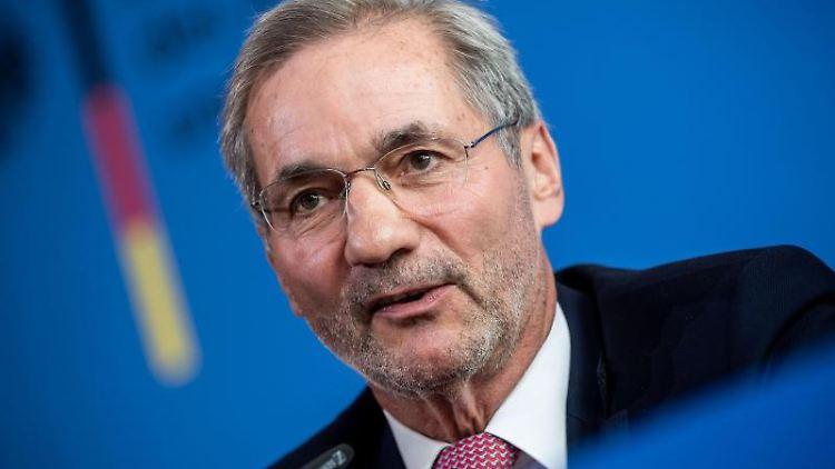 Matthias Platzeck (SPD), Chef der Kommission