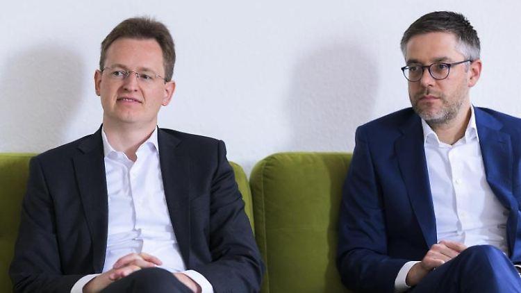 Michael Mätzig (l) und Fabian Kirsch, Geschäftsführende Direktoren beim Städtetag Rheinland-Pfalz. Foto: Silas Stein/Archivbild