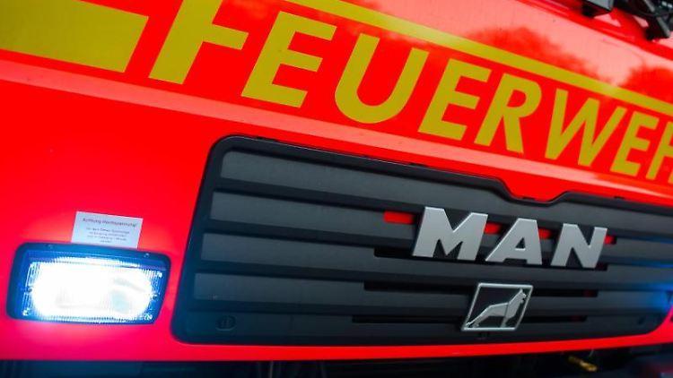 Ein Löschfahrzeug der Feuerwehr. Foto: Daniel Bockwoldt/Archivbild