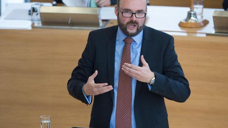 Christian Piwarz (CDU), Kultusminister von Sachsen, spricht im Landtag.Foto: Sebastian Kahnert/Archivbild