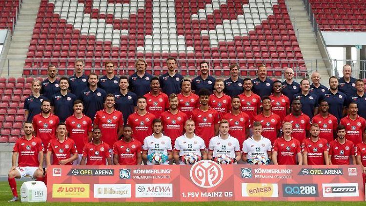 Die Mannschaft des FSV Mainz 05 posiert für die Kamera. Foto: Thomas Frey/Archiv