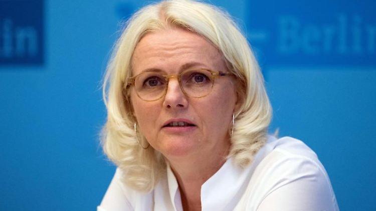 Regine Günther (Grüne), Verkehrssenatorin, beantworte Fragen von Journalisten.Foto: Jörg Carstensen/Archivbild