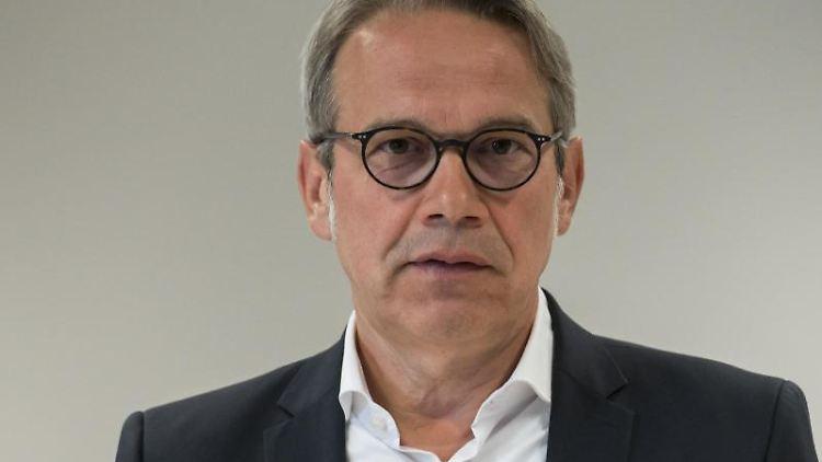 Georg Maier (SPD), Innenminister von Thüringen, während eines Pressetermins.Foto: Jens-Ulrich Koch/Archivbild