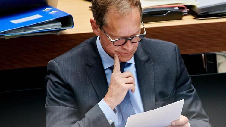 Michael Müller (SPD), regierender Bürgermeister, während der Plenarsitzung.Foto: Annette Riedl