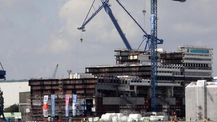 Das Dock der Warnemünder Werft der MV Werften. Foto: Bernd Wüstneck/Archivbild