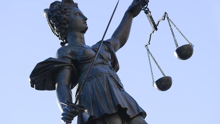 Die Statue der Justitia. Foto: Arne Dedert/Archivbild