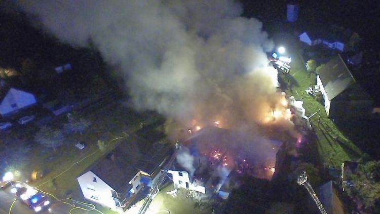 Ein Bauernhof in Kludenbach steht teilweise in Brand. Foto: Polizei