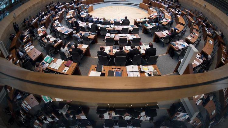 Der Nordrhein-Westfälische Landtag in Düsseldorf. Foto: Federico Gambarini/Archivbild