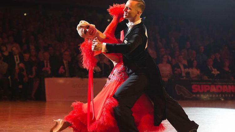 Evaldas Sodeika und Ieva Zukauskaite aus Litauen tanzen bei den 33. German Open Championships (GOC). Foto: Catherine Simon