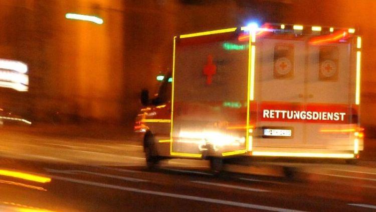 Ein Fahrzeug des Rettungsdienstes. Foto: Nicolas Armer/Archivbild