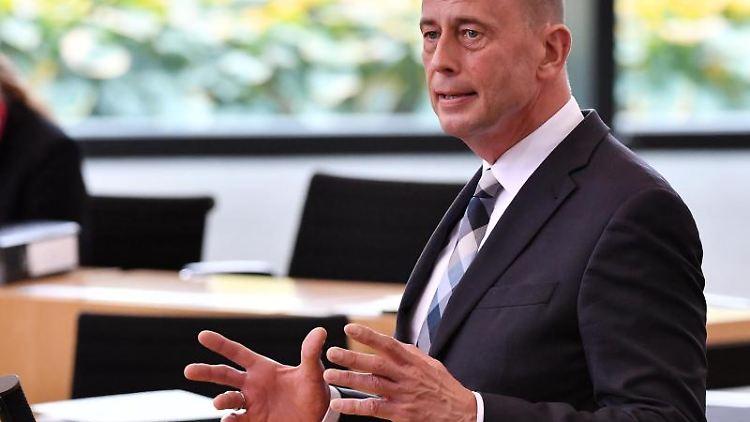 Thüringens Wissenschaftsminister Wolfgang Tiefensee (SPD). Foto:: Martin Schutt/Archiv