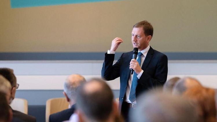 Michael Kretschmer (CDU) spricht bei einer Veranstaltung. Foto: Robert Michael/Archivbild