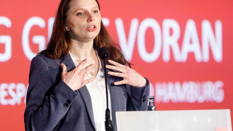 Melanie Leonhard, Landesvorsitzende der SPD Hamburg, spricht auf dem Landesparteitag ihrer Partei. Foto: Markus Scholz/Archivbild
