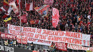 Die Champions League bringt viel Geld. Und die Fans müssen es bezahlen: Anhänger des FC Bayern protestierte gegen die hohen Eintrittspreise.