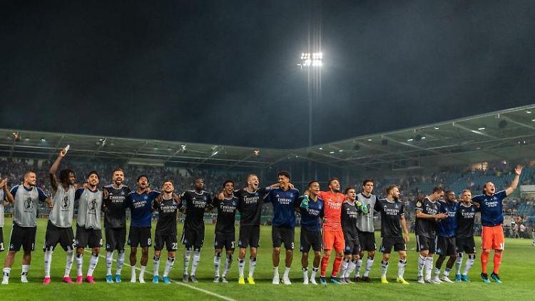 Die Spieler des Hamburger SV, hier nach einem Spiel gegen den Chemnitzer FC. Foto: Robert Michael/Archivbild