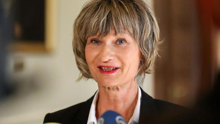 Barbara Ludwig (SPD), Oberbürgermeisterin von Chemnitz, gibt ein Statement ab. Foto: Jan Woitas/Archivbild