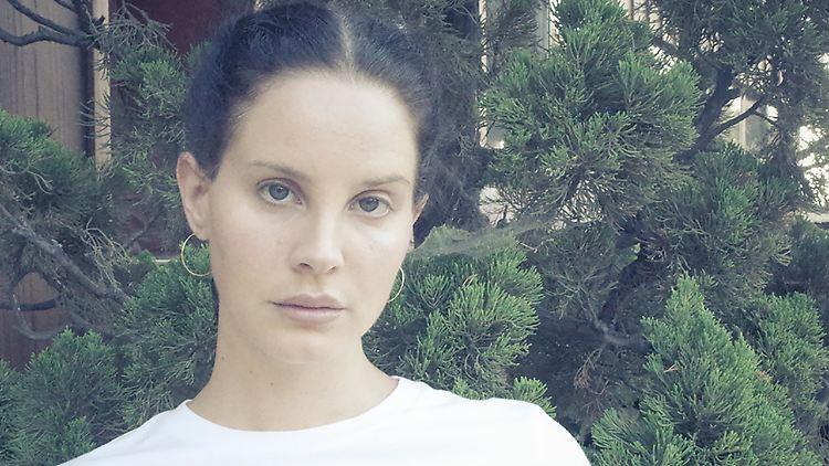 Lana Del Rey 2019 - CMS Source (1).jpg