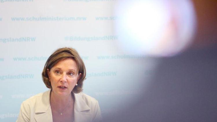 Yvonne Gebauer (FDP), Ministerin für Schule und Bildung in Nordrhein-Westfalen. Foto: Roland Weihrauch/Archiv