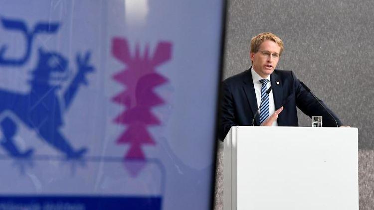 Daniel Günther (CDU), Ministerpräsident von Schleswig-Holstein, eröffnet die Messe Nordbau. Foto: Carsten Rehder