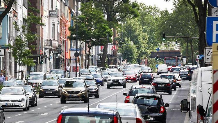 Autos befahren die Wilhelmstrasse. Foto: Ralf Roeger/Archiv