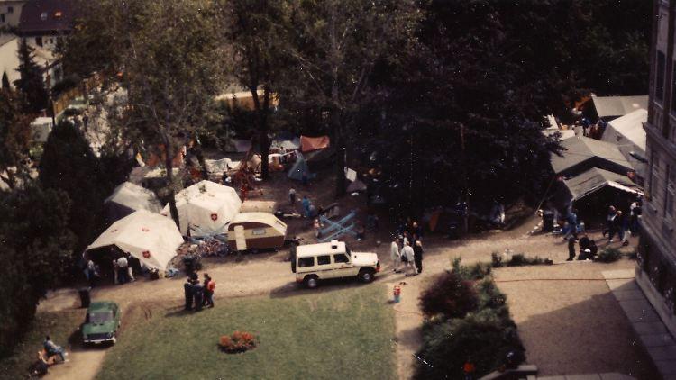 Auf dem Gelände der Zugliget Kirche - Historischer Malteser Einsatz für die DDR-Flüchtlinge in Budapest 1989 (7).jpg
