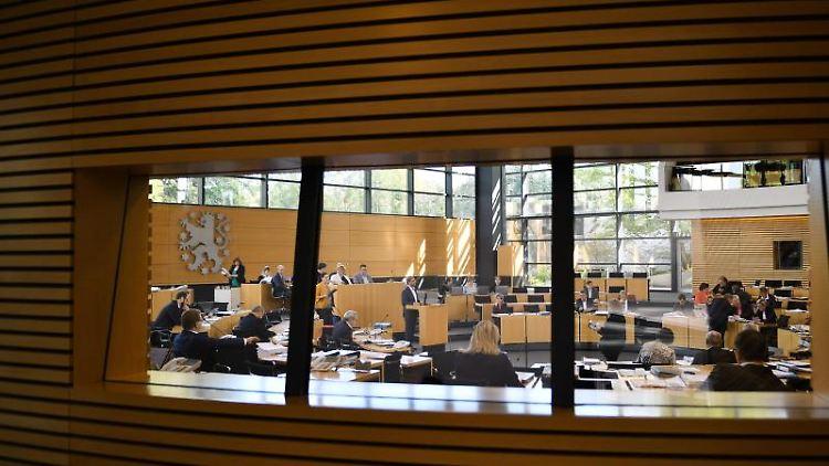 Der Plenarsaal des Thüringer Landtags während einer Sitzung. Foto: Martin Schutt