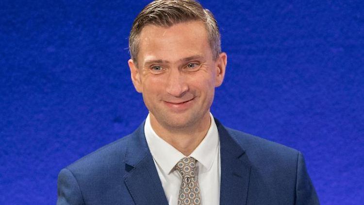 Martin Dulig, Spitzenkandidat der SPD, nach der Landtagswahl in einem TV Studio. Foto:Robert Michael/Archivbild