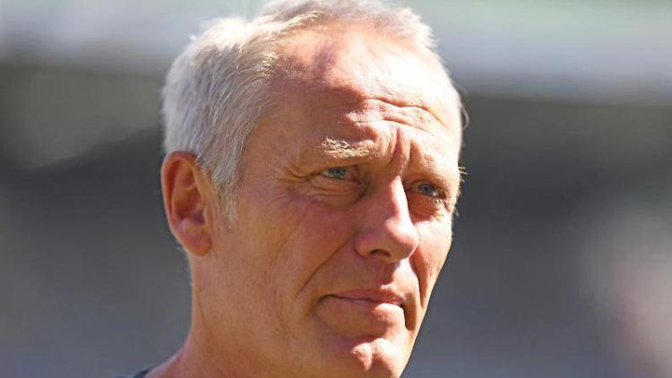Trainer Christian Streich von Freiburg gibt ein Interview. Foto: Patrick Seeger/Archivbild