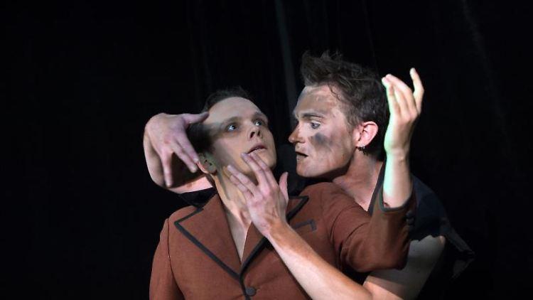 Pantomimekünstler beim Internationalen Pantomime Theater Festival Dresden. Foto: Arno Burgi/Archivbild