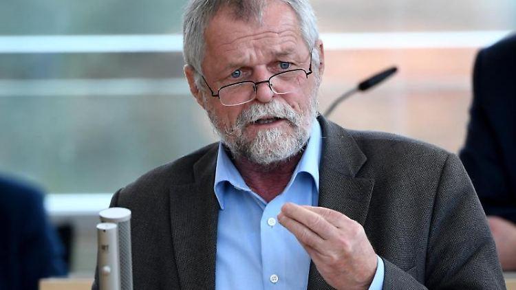 Flemming Meyer, SSW-Abgeordneter, spricht bei einer Landtagssitzung. Foto: Carsten Rehder/Archivbild