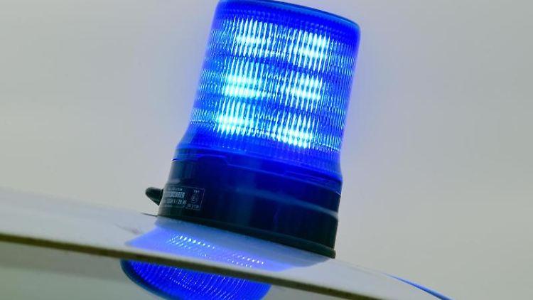 Blaulicht auf einem Fahrzeug der Polizei. Foto: Patrick Pleul/Archivbild