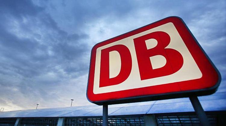 Das Logo der Deutschen Bahn. Foto: Oliver Berg/Archivbild