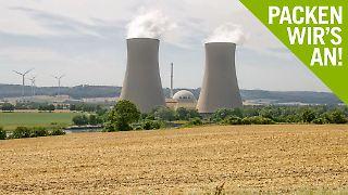 Wind oder Atomkraft? Eine Alternative zu Strom aus fossilen Energieträgern wird händeringend gesucht.